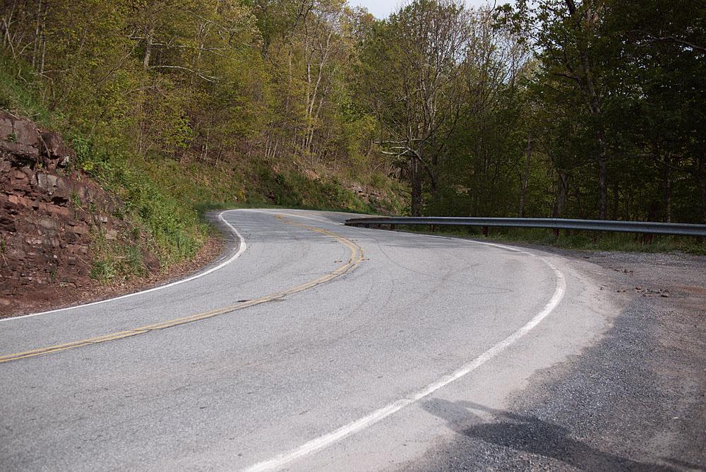 twisties porn. Wonderfully twisty roads too!